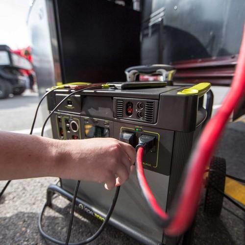 goal zero yeti-lithium-mppt-solar-charging-optimization-module-in-use